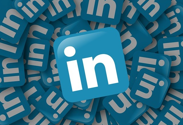 Should You Ignore Candidates Not on LinkedIn?